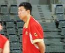 图文:[男篮]中国队苦练  大郅冥思苦想