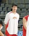 图文:[男篮]中国队苦练  帅哥聚精会神