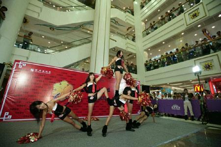 图文:香港好运动大汇演 韩国啦啦队魔术般表演