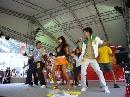 图文:香港好运动大汇演 赵守镇亲自教观众跳舞