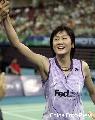 图文:[羽毛球]小将朱琳2-0王晨夺冠 相互击掌