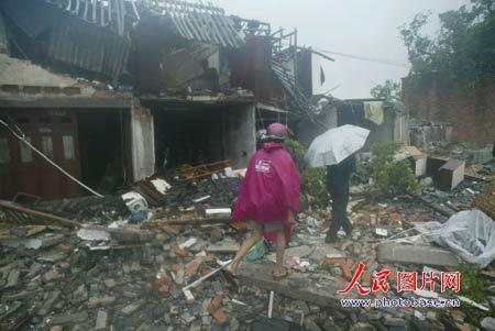被台风袭击后的家园1