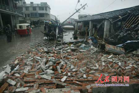 被台风袭击后的家园2