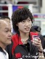 图文:[羽毛球]男单决赛谢杏芳去加油 女友助阵