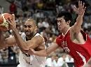 图文:[男篮]中国VS德国第二场 丁锦辉防守