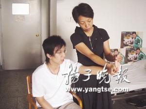 王亦恺和他的母亲。