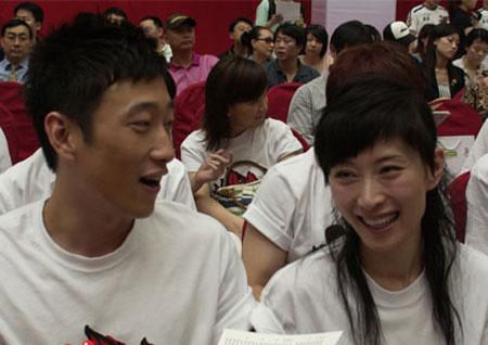 图文:奥运宣传助威团 满江李霞排练助威团团歌