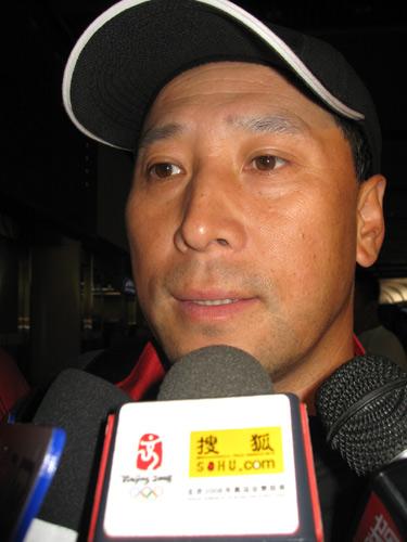 图文:国羽世锦赛归来 李永波教练接受采访