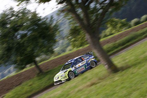 图文:[WRC]勒布称雄德国站 福克斯驶过树林