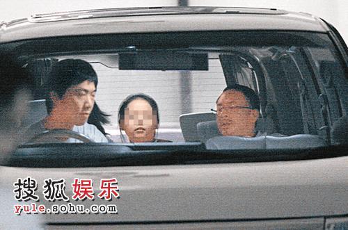 杜琪峰带着亲友女儿