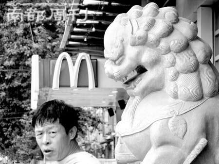 麦当劳和肯德基两家的营业额在中国名列前茅,一度是排列其后的18家快餐企业营业额总和的3倍。