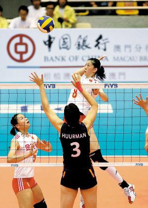 图为中国女排比赛场景。