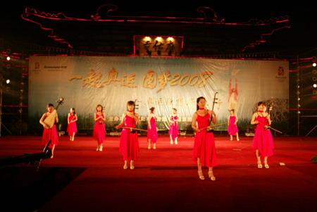 女子十二月纺表演