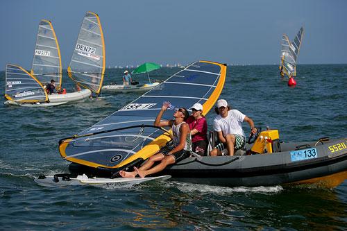 图文:青岛国际帆船赛第七天 以色列选手休息