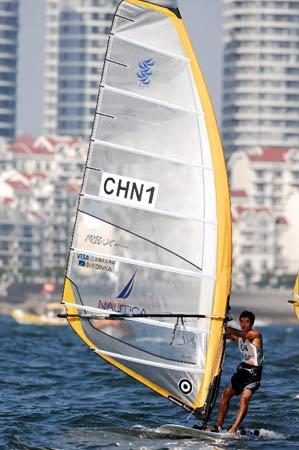 图文:青岛国际帆船赛男子帆板 周元国胜利在望