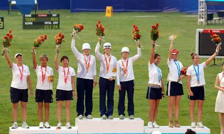 图文:2007年国际射箭女团赛 韩国队领得金牌归