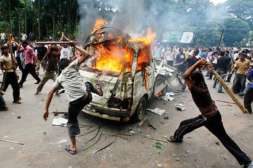 孟加拉大学生与安全部队发生冲突 百名学生受伤