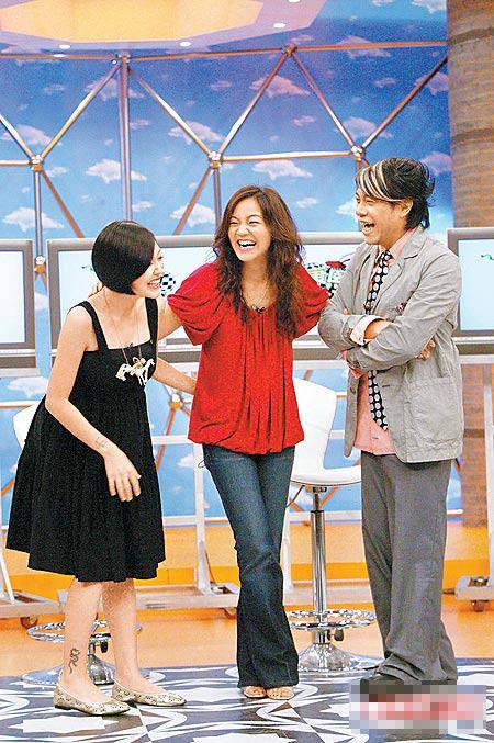 阿雅(中)昨录中天《康熙来了》被蔡康永(右)爆交了男友,左为小S。