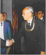 万里是中国第一位获得奥林匹克金质奖章的人。