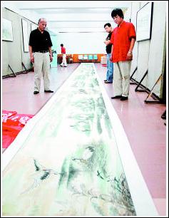 图为雷先生创作的28米长卷。