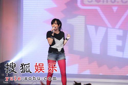 组图:张惠妹搜狐歌会 阿妹踩10CM高跟跳劲舞