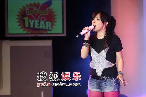 张惠妹搜狐会歌 性感丝袜登场引现场震动 06