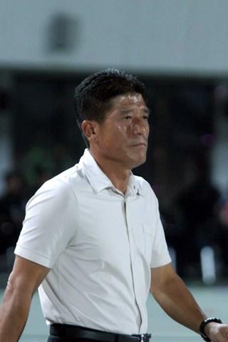 图文:[中超]北京VS武汉 主帅李章洙一脸信心
