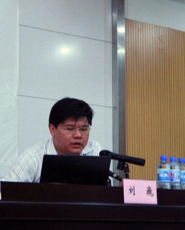 图文:奥运珍品展走进南京 巡展组委会副秘书长