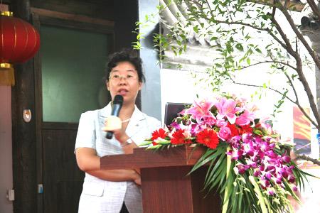 中国社会科学院可持续发展研究室副研究员陈迎在启动仪式上做报告