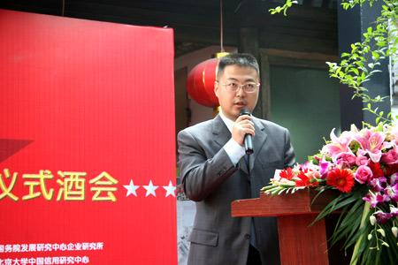 光华传媒总经理刘小龙介绍2007最佳企业公众形象评比活动启动事项