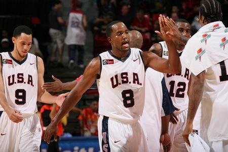 图文:[美锦赛]美国VS委内瑞拉 美国男篮齐心