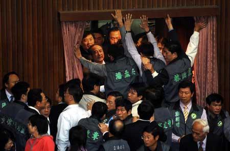 """资料图:台湾""""立法院""""冲突"""