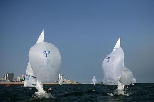 图文:青岛帆船赛圆满落幕 鹰铃级比赛