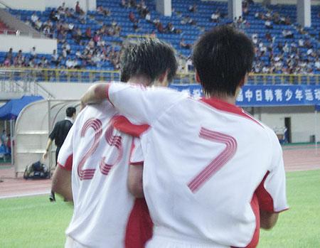 国青庆祝进球(欣赏组图)