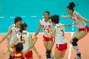 图文:中国女排3-2力克意大利 姑娘们欢庆胜利