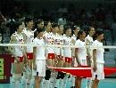 图文:中国女排3-2力克意大利 队员向观众致敬