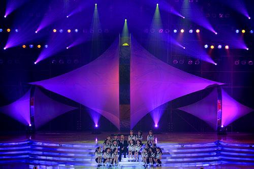 图文:2007青帆赛闭幕式 歌曲演唱优美动听