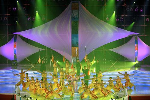 图文:2007青帆赛闭幕式 盛大演出光辉眩目