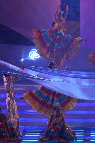 图文:2007青帆赛闭幕式 谢幕舞蹈《青岛2007》