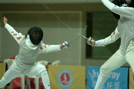 图文:亚洲击剑锦标赛 张蕾女子花剑决赛取胜