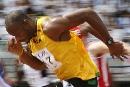 图文:男子100米预赛 鲍威尔弓腰向前冲