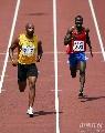 图文:男子100米预赛 鲍威尔跑得非常轻松