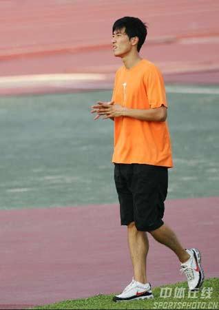 图文:[田径]刘翔大阪首训 凝望世锦赛夺冠路
