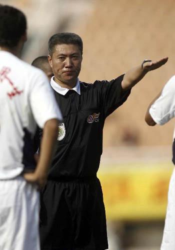 图文:[中超]青岛0-1长沙 服从判罚