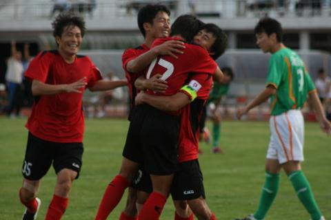 图文:[中甲]延边3-1爱国者 延边队庆祝进球