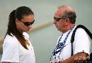 图文:伊辛巴耶娃大阪首次训练 聆听教练安排