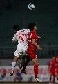 图文:[中甲]南京0-0南昌 双方队员争顶