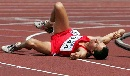 图文:[田径]大阪世锦赛韦德林格受伤 倒地不起