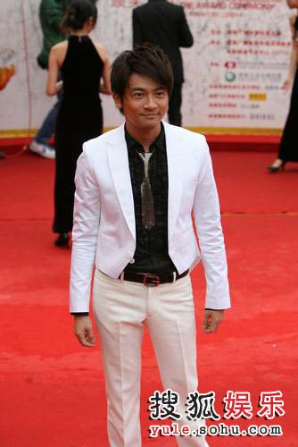 图:第12届华表奖红毯美图 苏有朋帅气亮相