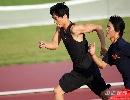 图文:[田径]刘翔训练遭遇特拉梅尔 和队友赛跑